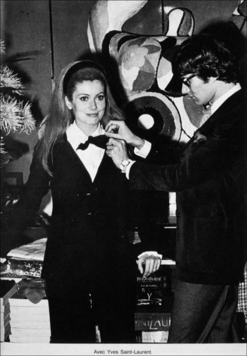 1966 Catherine Deneuve avec Yves Saint Laurent.jpg
