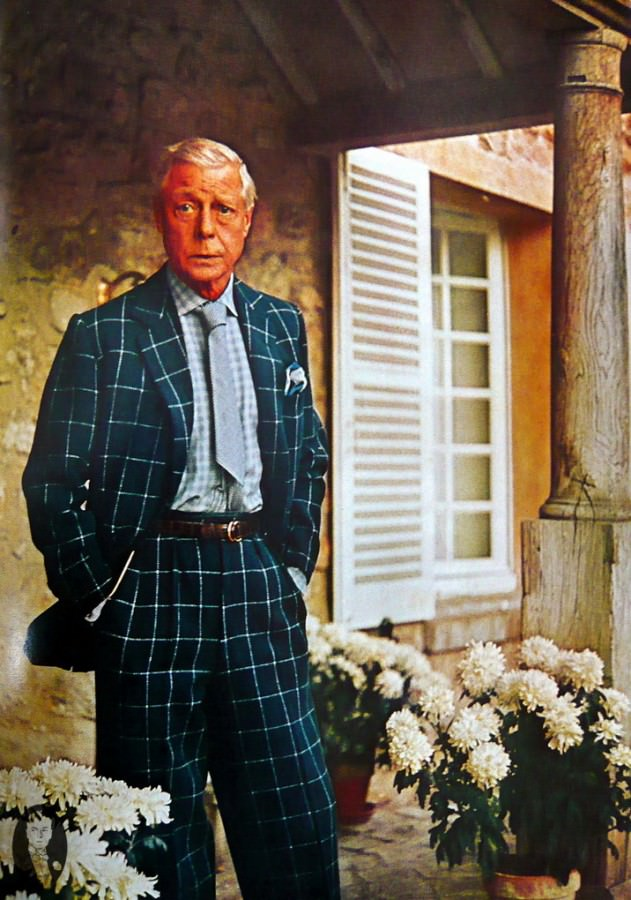 DoW-in-chalk-stripe-windowpane-suit-checked-shirt-and-short-silver-tie-with-end-tucked-into-waistband-with-brown-leather-belt-631x900.jpg