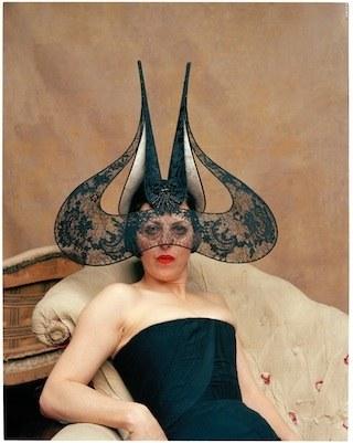 2.-Isabella-Blow-2002-c-Diego-Uchitel.jpg